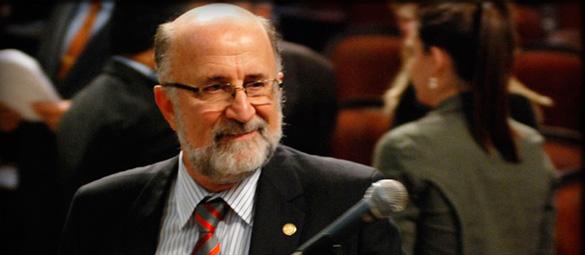 Deputado Luiz Paulo discursa sobre a ida de Marcelo Freixo para o exterior