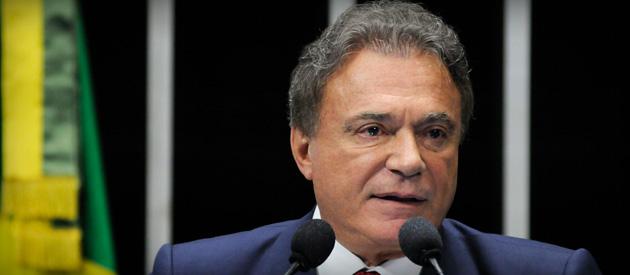 Medalha ao senador Álvaro Dias