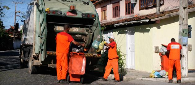 Luiz Paulo oficiará Comissões para realização de audiência sobre projetos para consórcio de coleta, transporte e destino do lixo