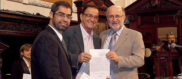 Luiz Paulo entrega moções pelos 25 anos do SINFITO/RJ