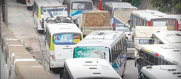 Governo zera ICMS e evita aumento maior em ônibus
