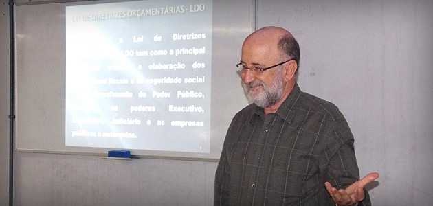 Deputado palestra sobre Orçamento Público em universidade