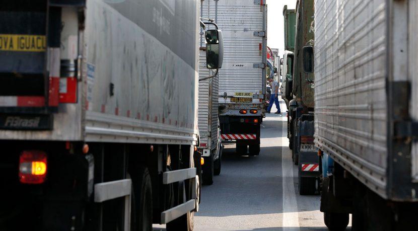 FotoTaniaRegoAgenciaBrasil_http://fotospublicas.com/paralisacao-dos-caminhoneiros-na-rodovia-presidente-dutra-no-rio-de-janeiro/